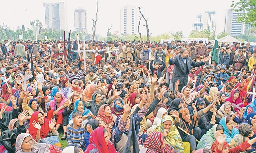 "Over 1000 ""katchi abadi"" residents gather outside the National Press Club in April 2014 to protest against plans to demolish 12 Islamabad slums."